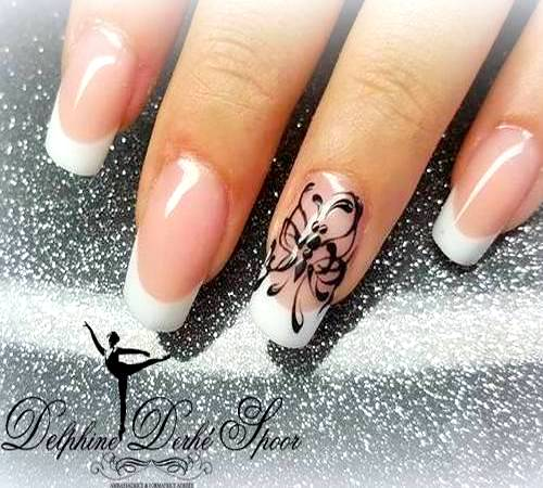 Création nail art Delphine Derhé Spoor vernis french manucure papillon