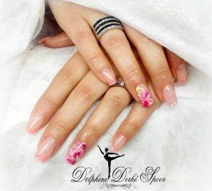 Création styliste ongulaire Delphine Derhé Spoor ongles peinture fine fleurs