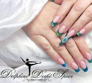 Création Nail Art Delphine Derhé Spoor ongles strass