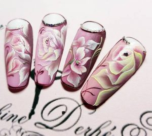 Création styliste ongulaire Delphine Derhé Spoor capsule ongles peinture fine orchidées