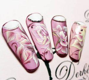 Création styliste ongulaire Delphine Derhé Spoor capsule ongles peinture fine fleurs