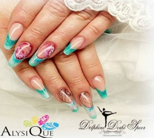 Création Nail Art stylisme des ongles turquoises